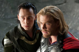 Tom Hiddleston y Chris Hemsworth