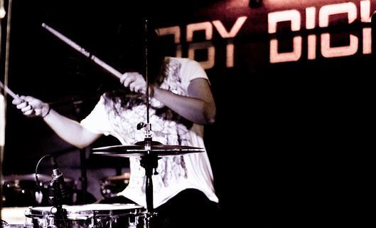 diecisiete1 Crónica del concierto Diecisiete + Neuman. Sala Moby Dick. Madrid.Octubre 2011.