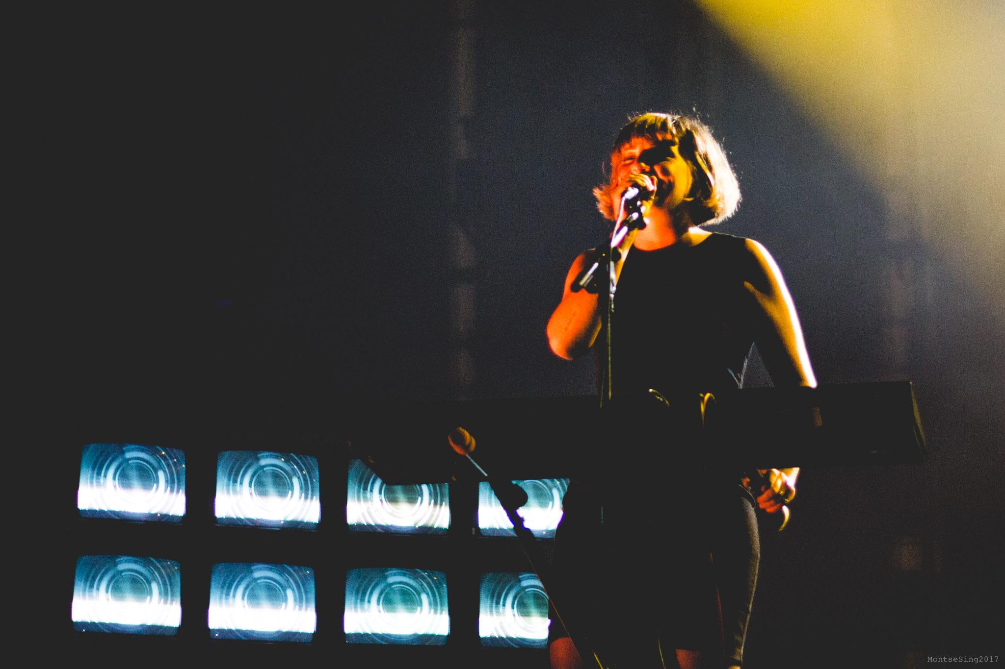 Cris, vocalista de Belako en el Santander Music | Foto: Montse Sing