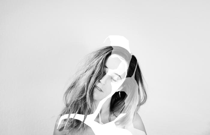Esta es la foto de promo de Penny Necklace 1